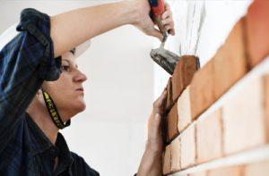 Les métiers de la maintenance des bâtiments et de la maîtrise des énergies